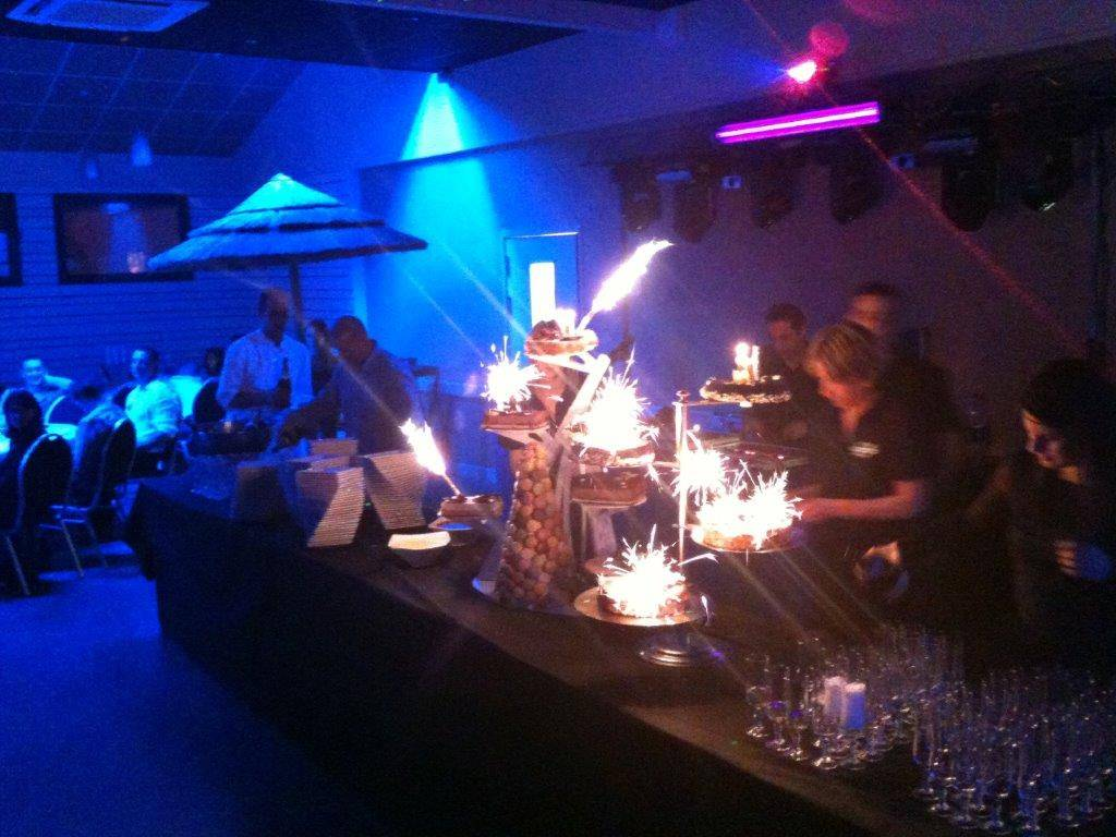 Buffet de desserts illuminé, soirée proche de Neuville sur Saône