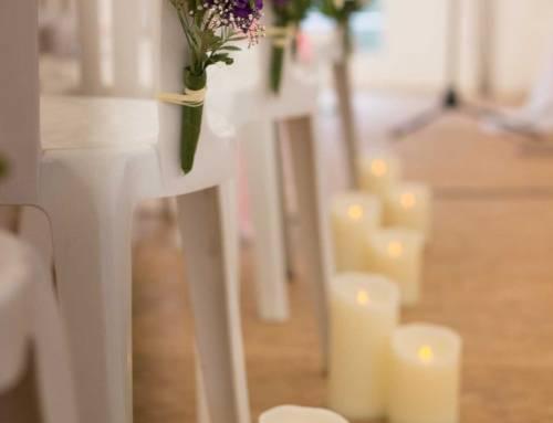 Cérémonie laïque sous chapiteaux, bougies décoratives