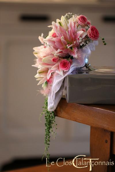 bouquet-de mariée-lys-double-et-rose-branchue-gypsophile-ceropegia