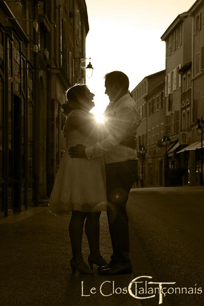 Villefranche sur Saône décors-village-intemporel-exemple-de-pose-pour-photo-de-mariage