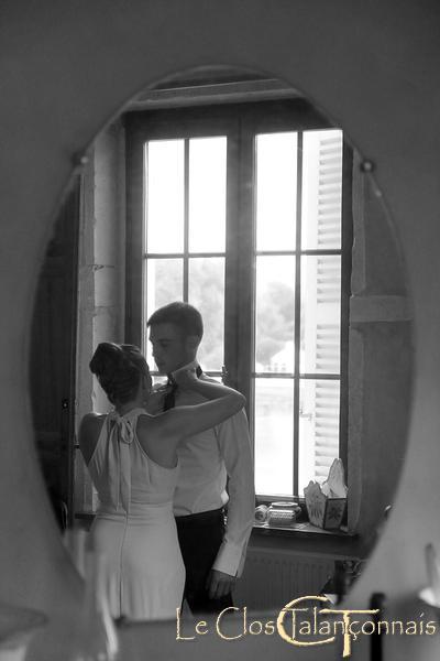 derniers-préparatifs-pour-le-mariage-photographie-noir-et-blanc