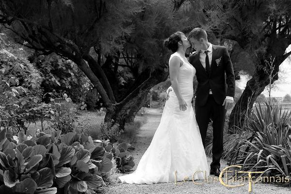 mariage-photo-amoureux-noir-et-blanc-nature