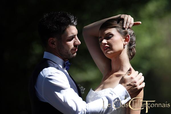 milieu-naturel-pose-pour-photo-de-mariage