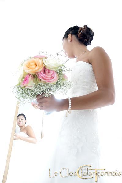 photo-des-préparatifs-habillage-mariée