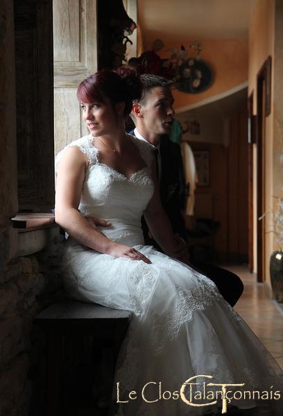 photo-mariés-jeux-de-lumière-interieur