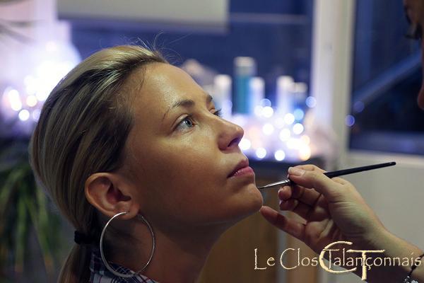 Reyrieux-photo-préparatifs-pendant-le-maquillage