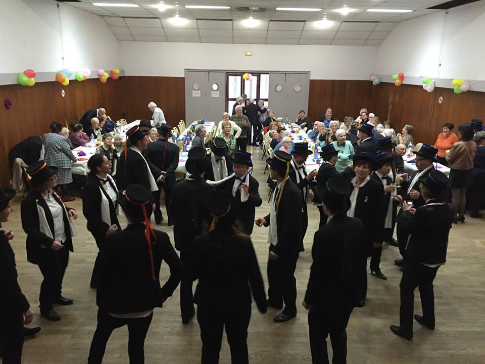 banquet-conscrits-classes-en-7-mairie-Anse-69480-smoking-gibus-ruban