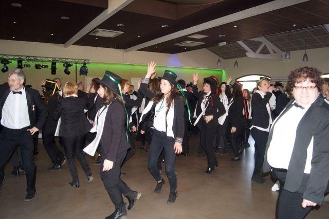 danse-chapeaux-ruban-retinton-reyrieux